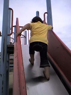 滑り台登頂成功